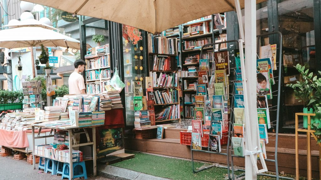 HOW TO SUPPORT YOUR INDIE BOOKSTORES